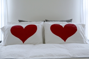 painted_heart_pillow_diy_011