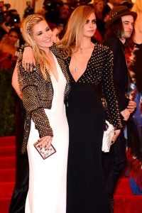 met_gala_alfombra_roja_punk_chaos_to_couture_537302280_480x720