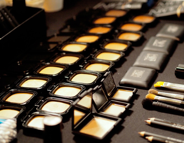 NARS-Fall-2013-Radiant-Cream-Compact-Foundation-Teaser